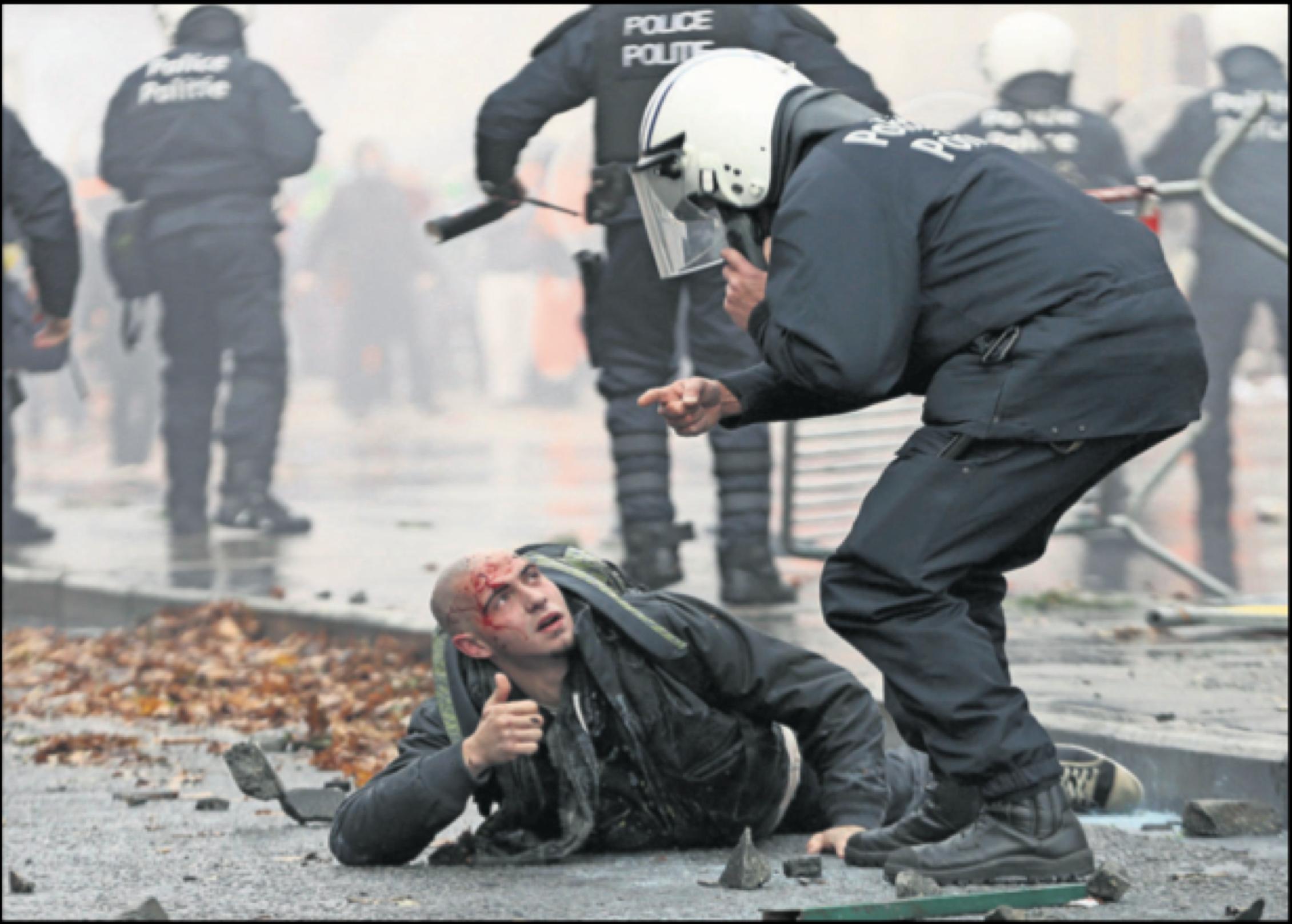 «Vers un modèle européen de gestion policière des foules protestataires?», par Olivier Fillieule, Pascal Viot et Gilles Descloux